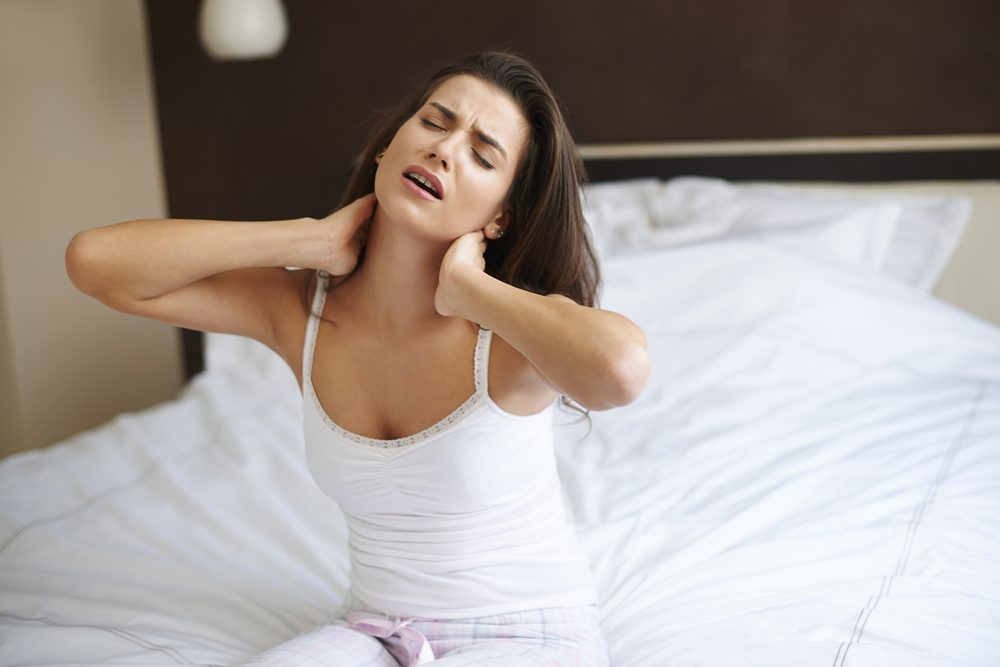 žena na matraci