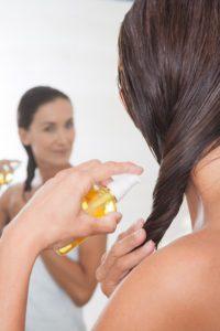 Účinky pupalkového oleja na vlasy