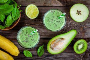 Smoothie s avokádom, kiwi, banánom a mandľovým mliekom