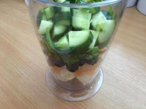 Uhorkové smoothie so zeleným jačmeňom