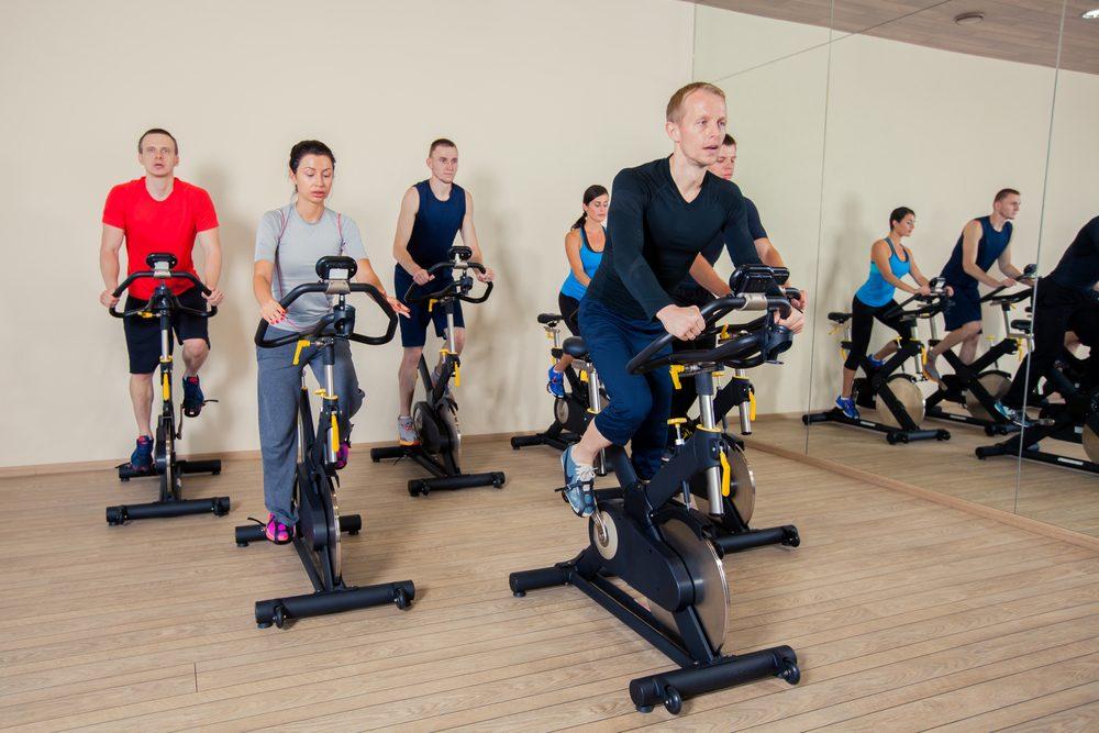 Profesionálne cyklotrenažéry na hodiny spinningu