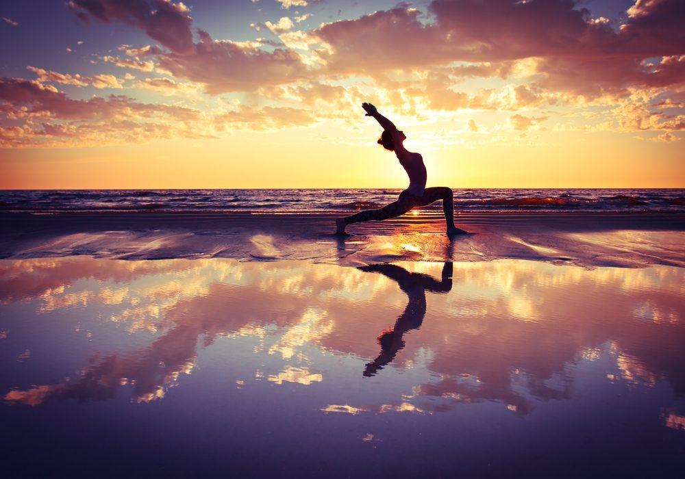 Cvičenie jogy za súmraku