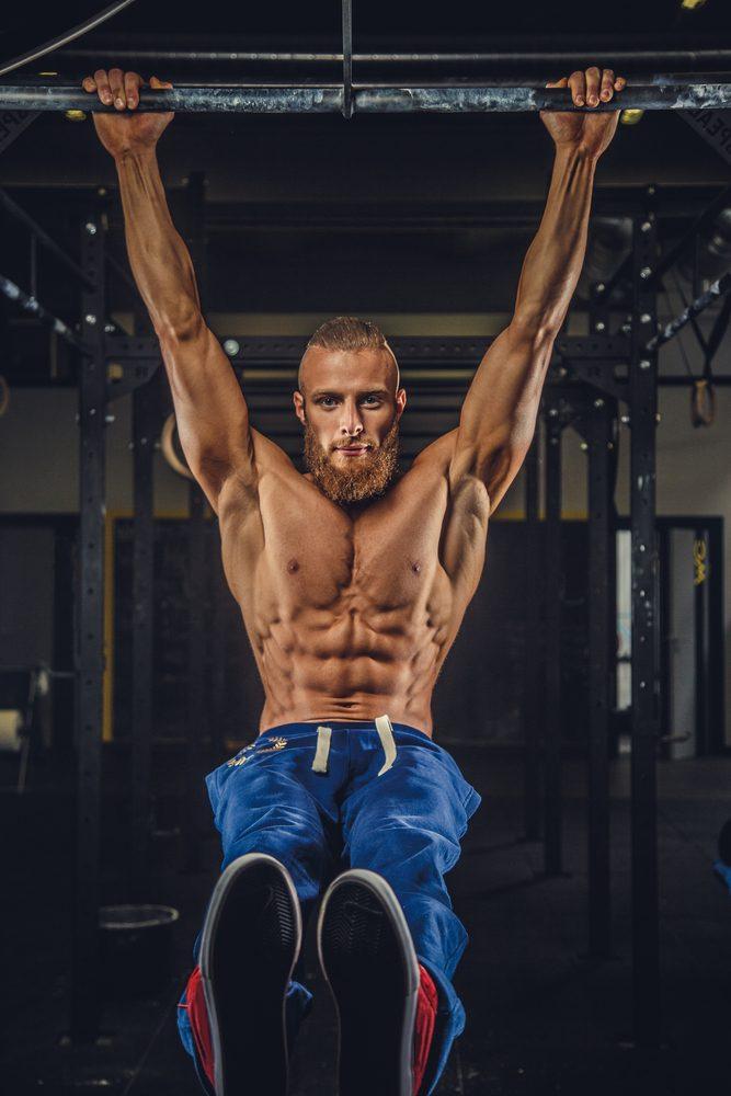 Cvičenie na hrazde posilňuje celú hornú časť tela