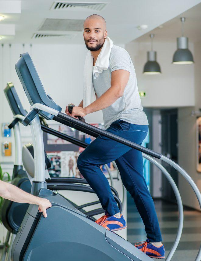 Profesionálne fitness schody na posilnenie dolných končatín