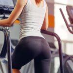 Fitness schody - ako si vybrať profesionálne zariadenie na tréning sedacích svalov, stehien a lýtok?