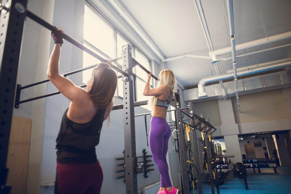 Hrazdy na cvičenie v posilňovni