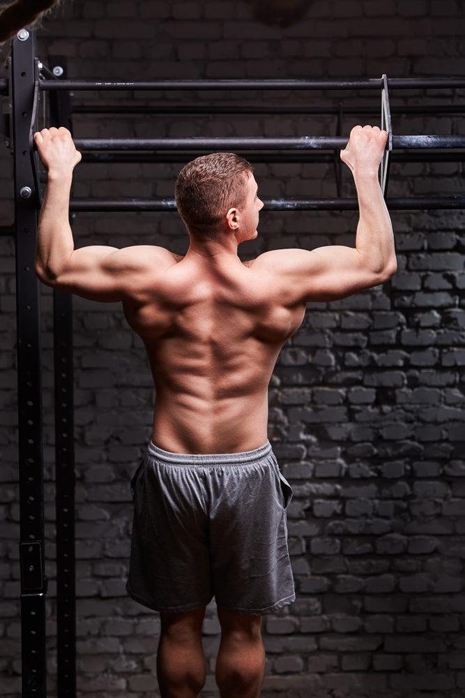 Zhyby nadhmatom sú efektívnejšie na tréning chrbtových svalov