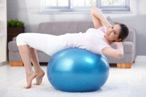 Cvičte efektívne aj doma - fit lopta na cvičenie