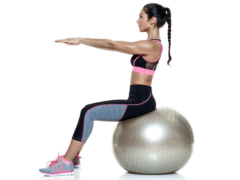 Fit lopta je vhodná pre každého na cvičenie doma