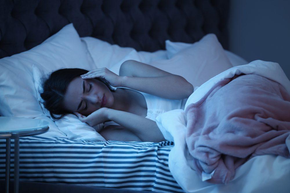 Migrenózna bolesť hlavy nás poľahky vyradí z bežného denného kolobehu