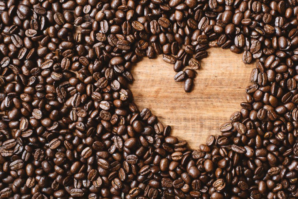 Eliminácia kofeínu môže spôsobiť abstinenčné príznaky