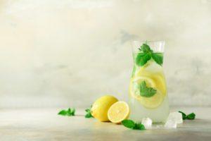 Deň by ste mali začínať vodou a citrónom