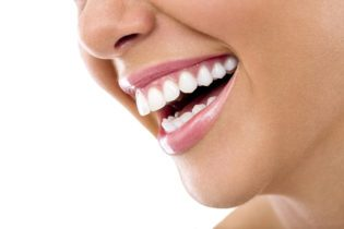 Domáce bielenie zubov
