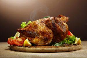 Pečené kura so zeleninou je vhodná kombinácia pri delenej strave