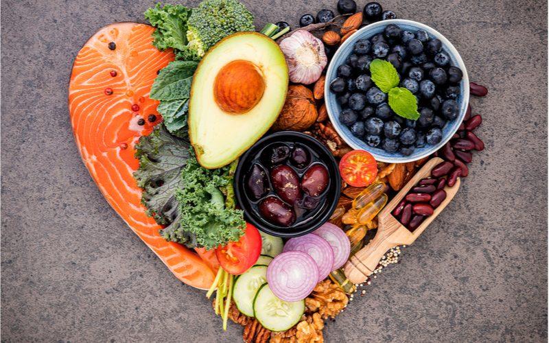 potraviny vhodné pri ketogénnej diéte uložené do tvaru srdca